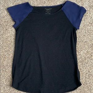 American Eagle cute and classy t shirt